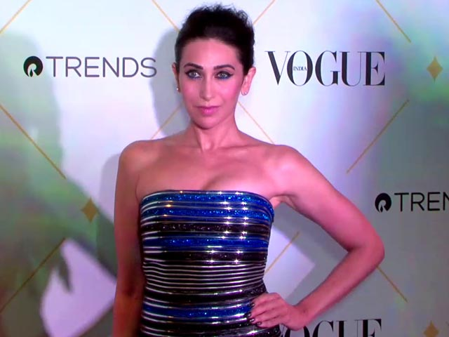 Video : Karisma Kapoor At The Vogue Beauty Awards Red Carpet