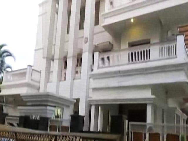 Video : Karnataka Minister Raids: Taxmen Seize Rs. 11 Crore Cash, Scan Property