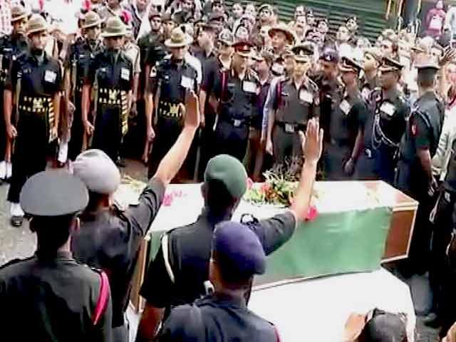Videos : शहीद मेजर कमलेश पांडे को अंतिम विदाई
