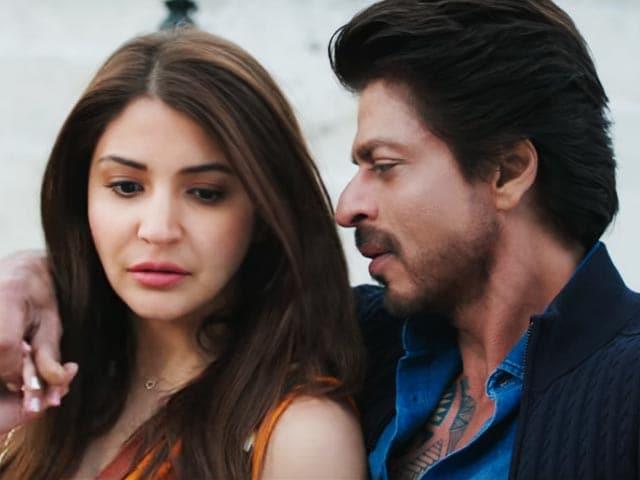 Videos : Movie Review: फिल्म के बहाने यूरोप का प्रमोशन है शाहरुख-अनुष्का की 'जब हैरी मेट सेजल'