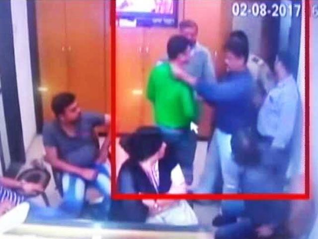 Videos : मुंबई : 24 लाख के हीरों की डकैती में दो पुलिसकर्मी गिरफ्तार