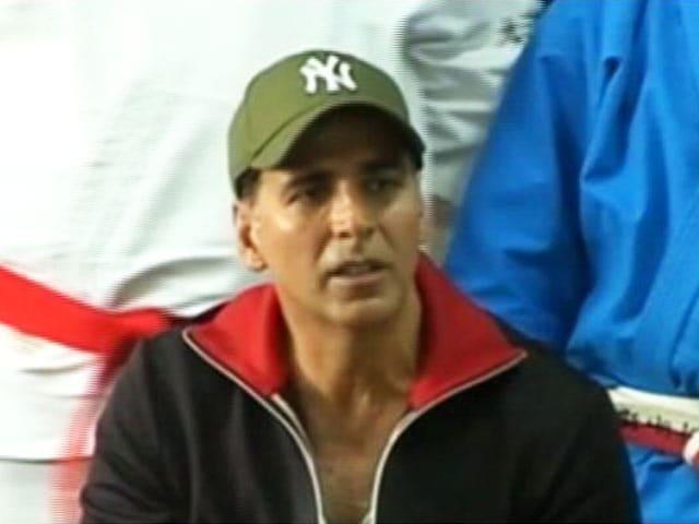 Videos : अक्षय कुमार ने महिलाओं को बताया खुद की सुरक्षा कैसे करें