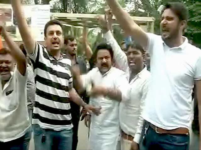 Videos : गुजरात राज्यसभा के आंकड़े क्या कहते हैं