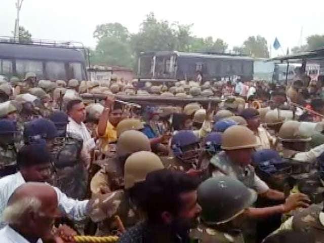 Videos : इंडिया 8 बजे: अनशन पर बैठीं मेधा पाटकर को पुलिस उठा ले गई
