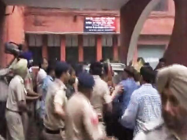 Video : बड़ी ख़बर: चंडीगढ़ छेड़छाड़ मामले में विकास बराला गिरफ्तार
