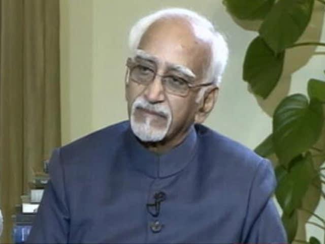 Video : इंडिया 8 बजे: देश में अल्पसंख्यकों में असहजता की भावना है- हामिद अंसारी