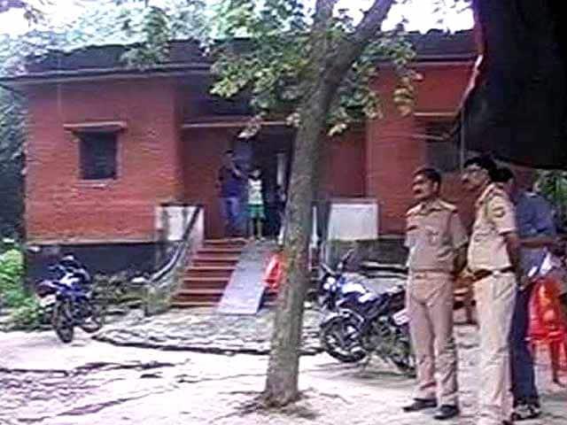 Videos : बलिया : नाबालिग की हत्या के मामले में तीसरे आरोपी ने किया कोर्ट में सरेंडर