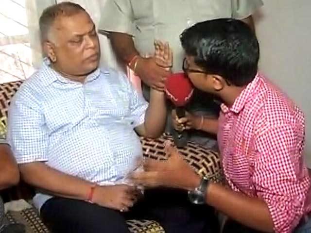 Videos : बक्सर के DM मुकेश पांडे ने ट्रेन से कटकर दी जान, परिजनों ने बयां किया दर्द