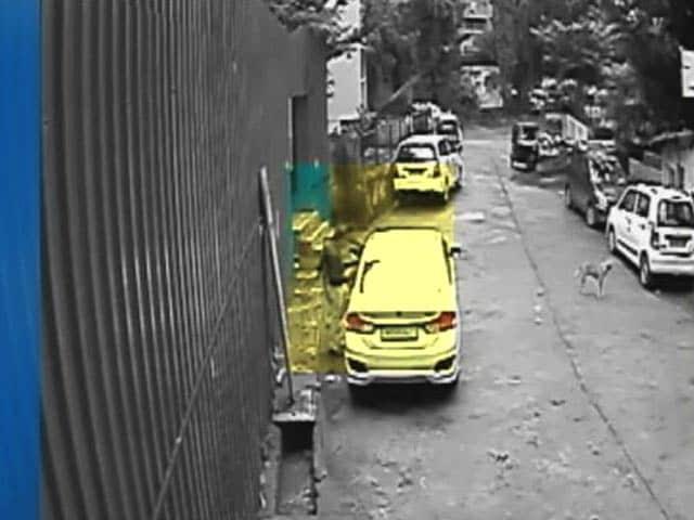 Video : सीसीटीवी कैमरे में कैद घाटकोपर हादसा