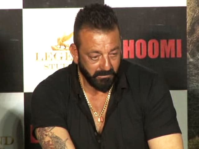 Video : Sanjay Dutt Gets Emotional Hearing Daughter Trishala's Voice Message