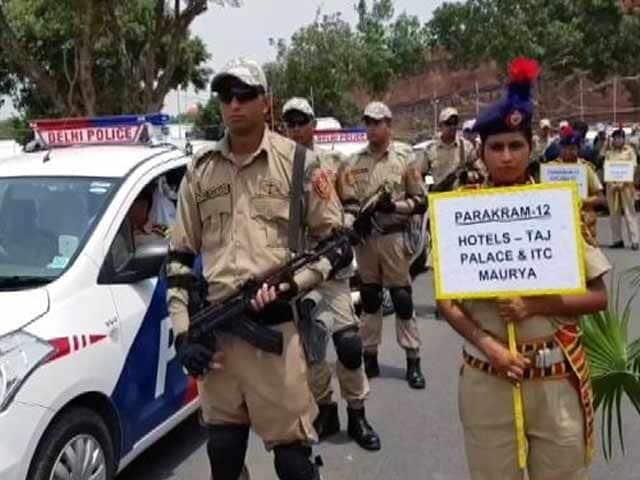 Video : दिल्ली पुलिस के दस्ते में शामिल हुईं 24 'पराक्रम वैन'