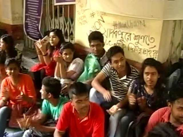 Video : Jadavpur University Students Protest Mamata Banerjee's 'No Politics On Campus' Order