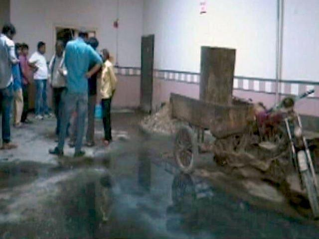 Videos : आनंद विहार इलाके में सीवर की सफाई के दौरान दो लोगों की मौत