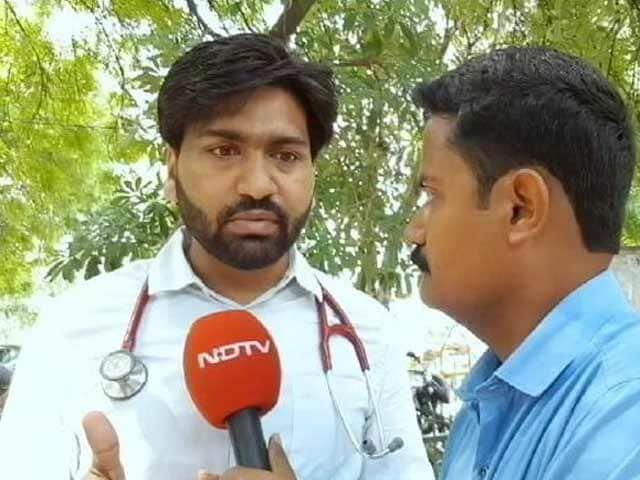 Videos : गोरखपुर: डॉ. कफील खान की बर्खास्तगी के विरोध में एम्स