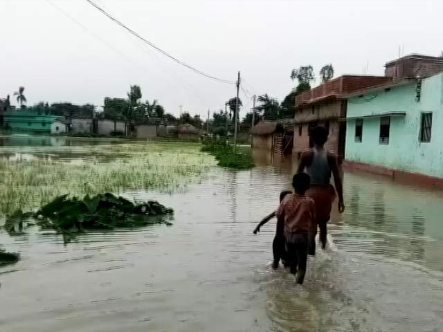 Video : बिहार में बाढ़ के पानी के साथ बढ़ रहा है लोगों का गुस्सा