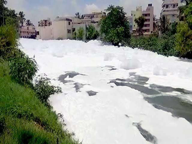 Videos : बेंगलुरु में भारी बारिश से कई जगह जलजमाव