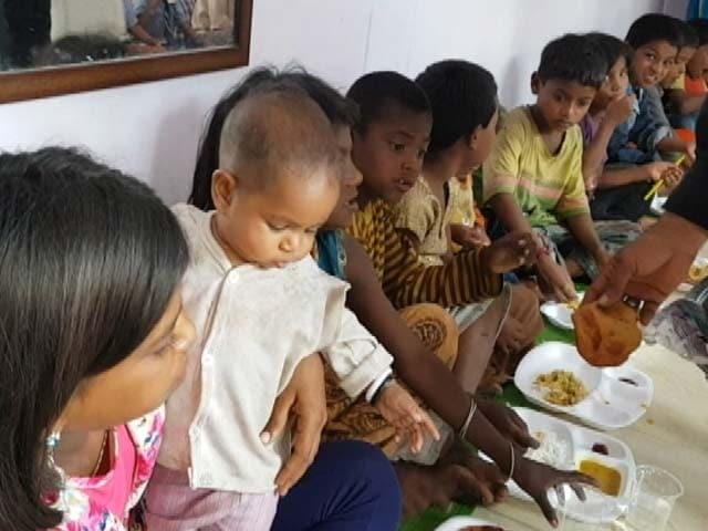 Video : भूख से आज़ादी : भोपाल में सिर्फ 5 रुपये में खाना खिलाने की पहल