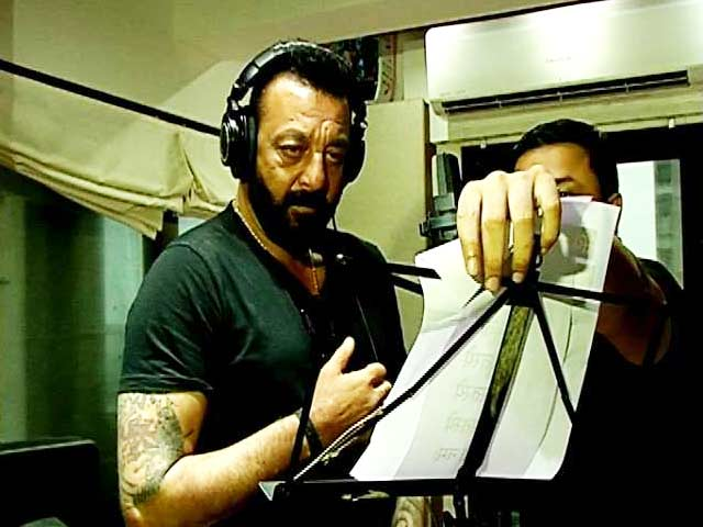Video : Sanjay Dutt Records A Song For <i>Bhoomi</i>
