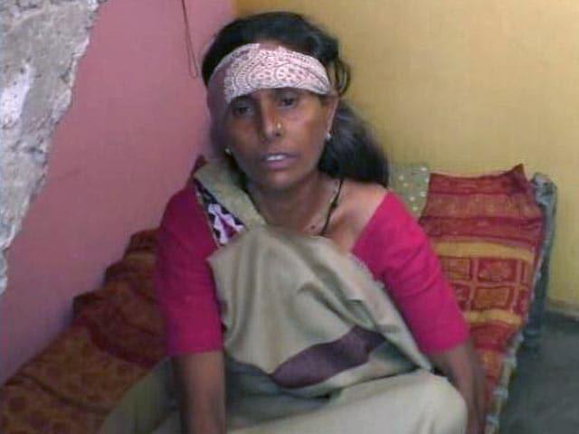 Video : गुजरात: मृत जानवर की खाल निकालने पर आणंद में दलित के साथ मारपीट