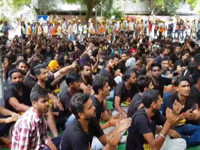 Videos : जंतर-मंतर पर नौकरी की मांग को लेकर प्रदर्शन