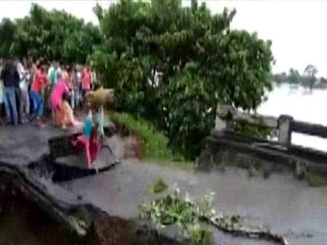 Video : Three Swept Away While Crossing, As Bridge Collapses In Flood Hit Bihar