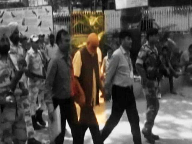 Video : Kashmiri Businessman Zahoor Watali Sent To NIA Custody In Terror Funding Case