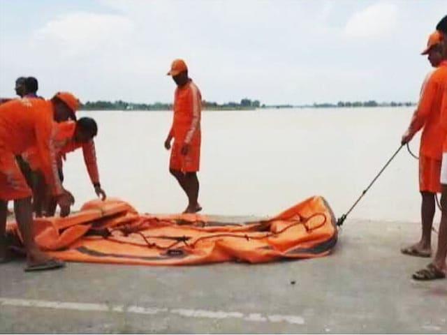 Video : बिहार में बाढ़: टापू में तब्दील हो गया है मधुबनी का यह गांव