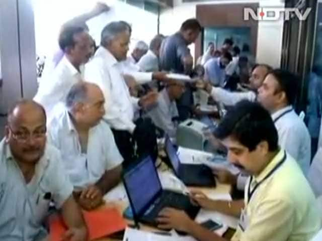 Video : 91 Lakhs? 56 Lakhs? 5.4 Lakhs? Fact-Checking Centre's 'Tax Surge' Claims