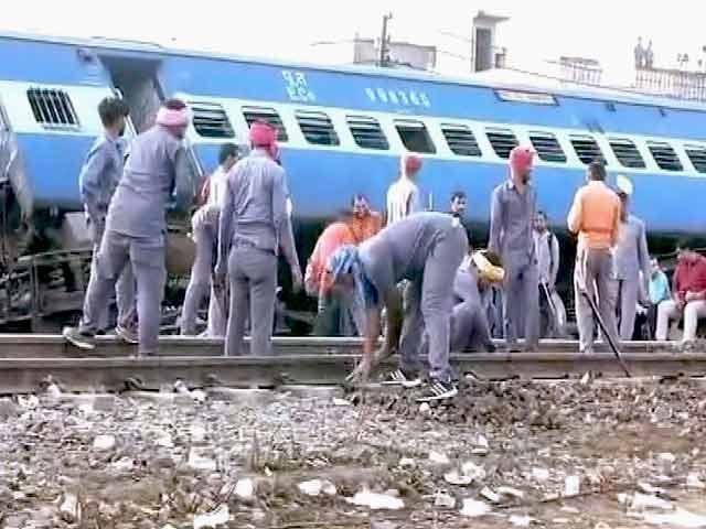 Videos : उत्कल एक्सप्रेस हादसा: रेलवे के चार अधिकारी निलंबित