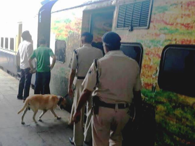 Video : नई दिल्ली रेलवे स्टेशन पर बम की खबर