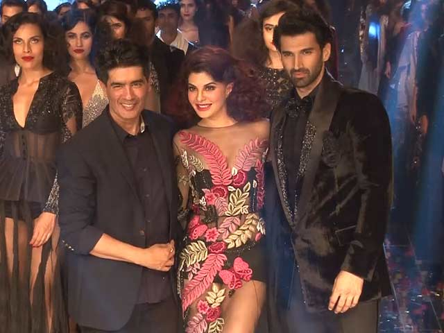 Jacqueline & Aditya Walk the Ramp for Manish Malhotra At LFW Finale