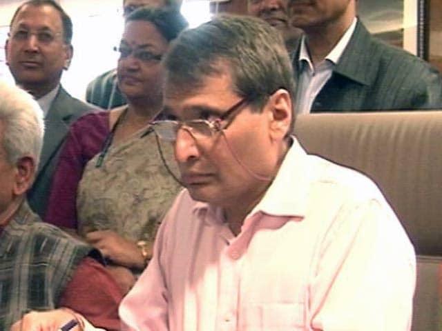 Videos : इंडिया 8 बजे : रेल मंत्री सुरेश प्रभु की हो सकती है छुट्टी