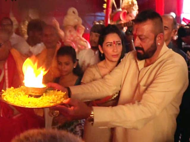 Video : Sanjay Dutt And Wife Manyata Offer Prayers To Lord Ganesha