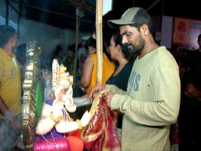 Video : Ganesh Chaturthi: Choreographer Remo D'Souza Welcomes Lord Ganesha
