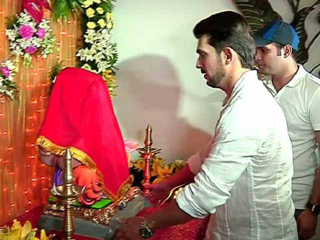 Video : Karan Wahi, Arjun Bijlani, Other TV Stars Welcome Ganpati Home
