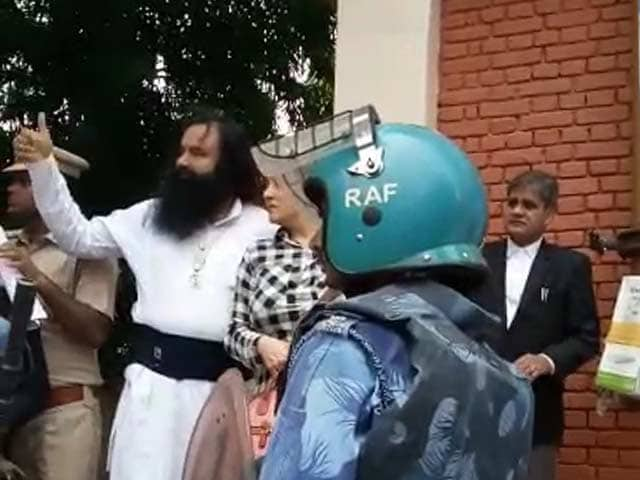 Video : First Visuals Of Gurmeet Ram Rahim In Custody After Rape Verdict