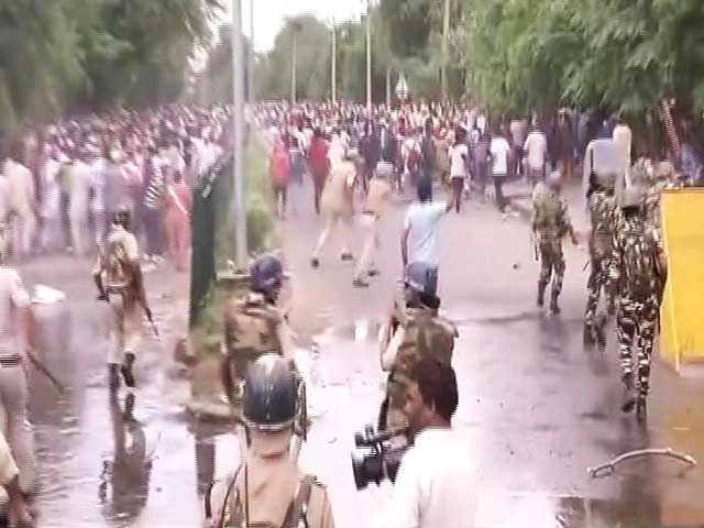 Videos : इंडिया 8 बजे: पंचकुला हिंसा में अब तक 28 की मौत