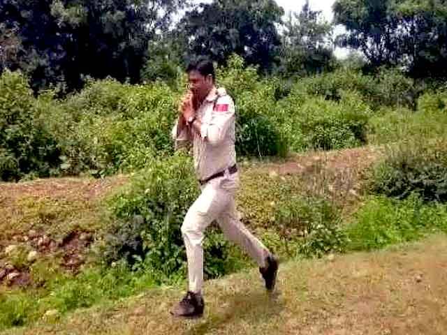 Videos : बहादुर कॉन्स्टेबल ने सैकड़ों जानें बचाईं