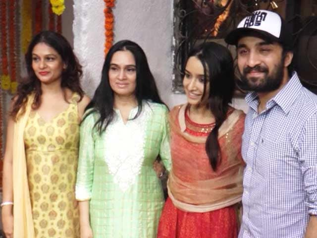Shraddha Kapoor Celebrates Ganesh Chaturthi With Her Family