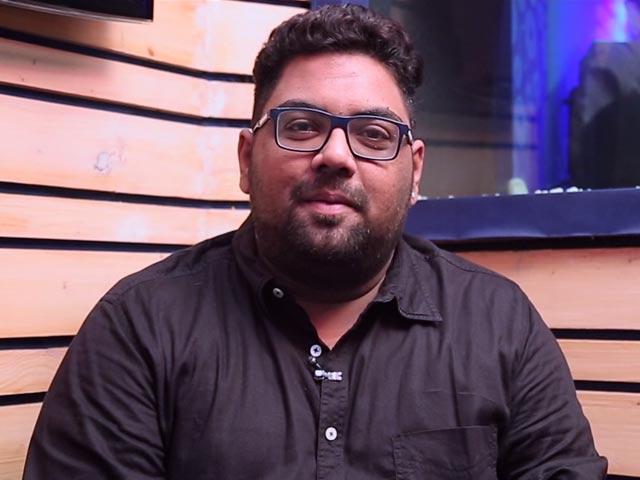"""Video : """"வீரம், ஜில்லா மாதிரி தான் விவேகம், மெர்சலிலும்"""" - பாடகர் தீபக்"""