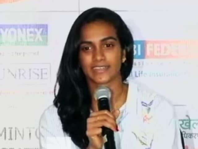 Videos : वर्ल्ड बैडमिंटन में रजत पदक जीतकर घर लौटीं पीवी सिंधु