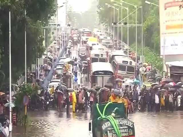 Videos : बड़ी खबर : कई घंटे बाधित रहने के बाद मुंबई एयरपोर्ट पर सेवाएं बहाल