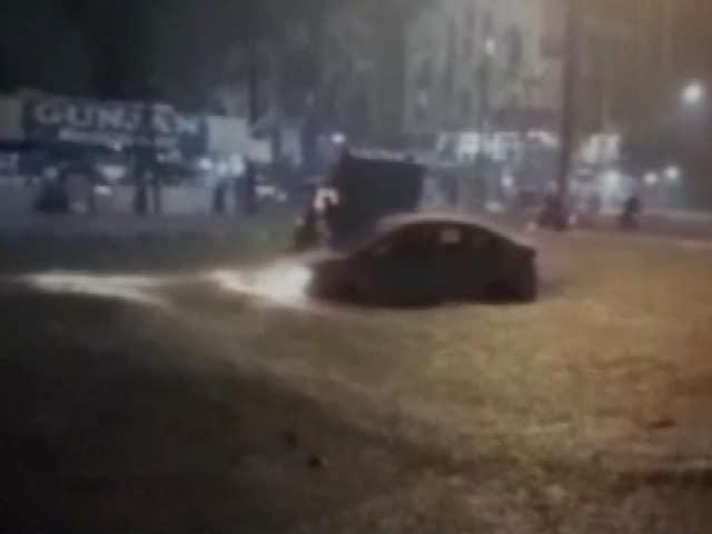 Video : गुजरात में भारी बारिश से जनजीवन अस्त व्यस्त