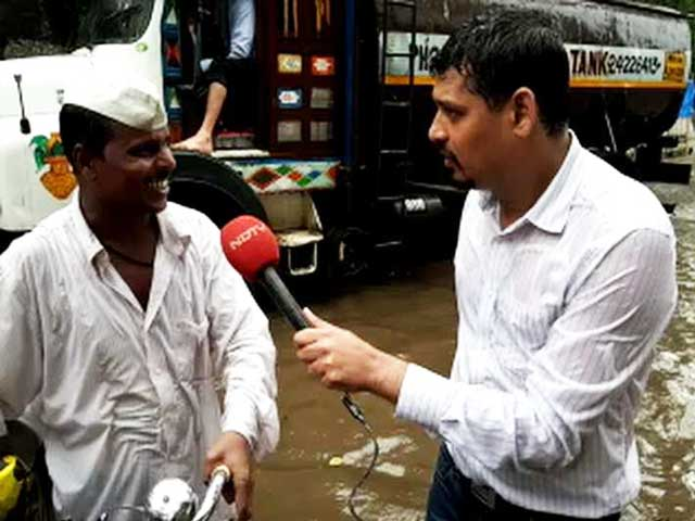 Video : Mumbai Dabbawalas, Undeterred By Rain