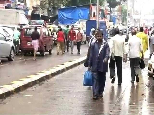 Video : इंडिया 8 बजे: भारी बारिश के बाद धीरे-धीरे पटरी पर लौट रही मुंबई की जिंदगी