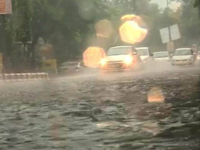 Video : Delhi Reports Traffic Jams, 2 Hours Of Heavy Rain Already
