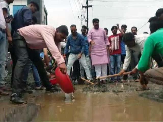 Videos : मध्य प्रदेश के पीडब्लूडी मंत्री का खराब सड़कों पर अजीब बयान