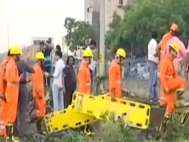 Videos : Ground Report: हालात का जायजा लेने मौके पर पहुंचे अरविंद केजरीवाल