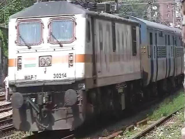 Video : चलती ट्रेन में लूटपाट के चलते गिरने से महिला की मौत