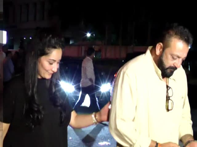 Video : Sanjay Dutt's Dinner Party With Manyata, Priya & Namrata